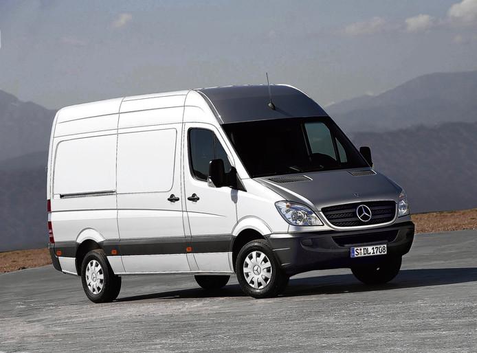 De Mercedes Sprinter. Gewild bij kopers van een bestelbus, maar ook bij autodieven.