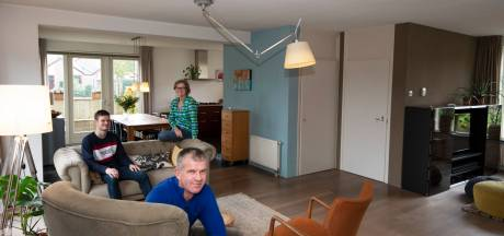 Voor 400.000 euro koop je deze royale gezinswoning van Jolien en Gert (inclusief uitzicht op villa's)