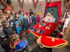 Kinderen stoppen Sinterklaas in bed in molen Wissenkerke