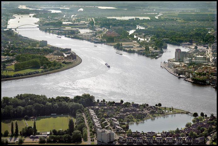 Twee mannen probeerden de Oude Maas bij de drierivierenpunt over te zwemmen.