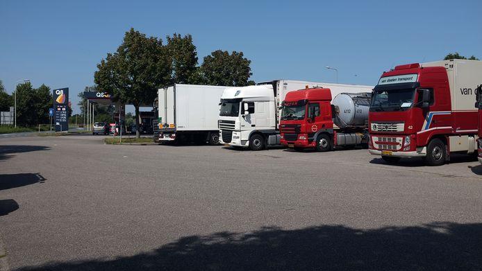 De truckersparking bij tankstation Q8 in Duiven gaat op de schop.
