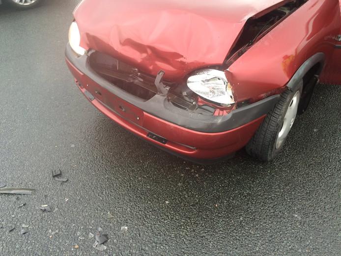 File op A15 door ongeluk met vier auto's bij Wadenoijen ...
