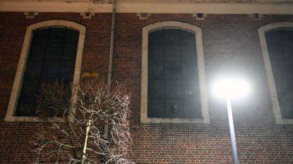 Vandalen gooien ruiten van kerk in
