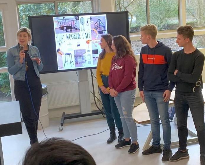 Leerlingen presenteren hun eerste eigen schoolcafé.