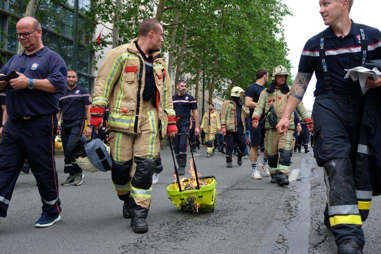 Honderden brandweerlui betogen opnieuw in Brussel.