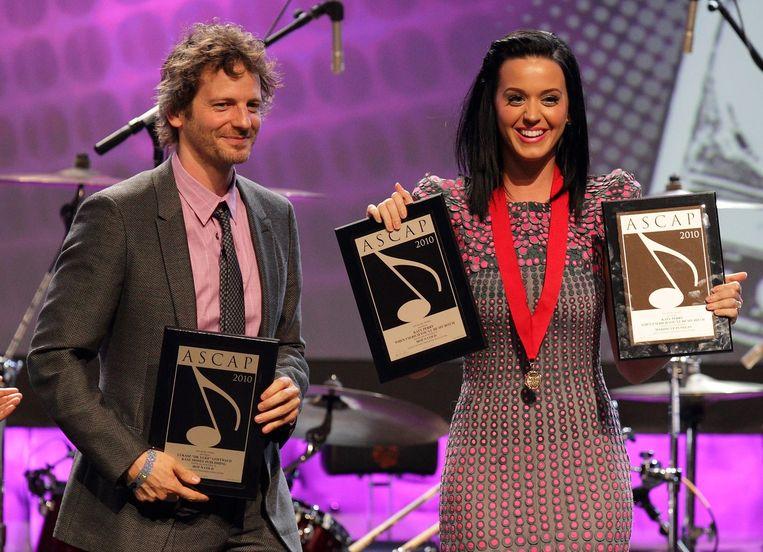 Lukasz 'Dr. Luke' Gottwald en Katy Perry in 2010 Beeld anp