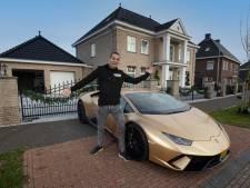 Deze multimiljonair (30) in gouden Lamborghini verovert Nederland met... badkamertegels