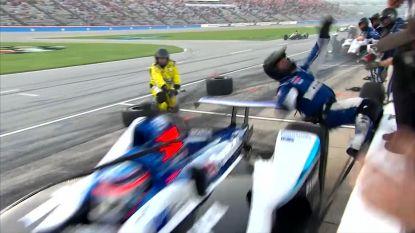 Raceauto schept mecanicien op in pitlane