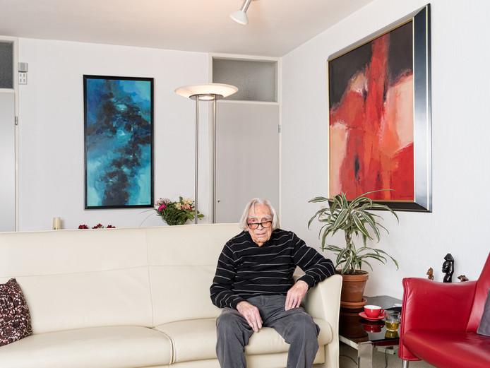 Harry van der Wee, vorig jaar, in zijn woning in Soest.