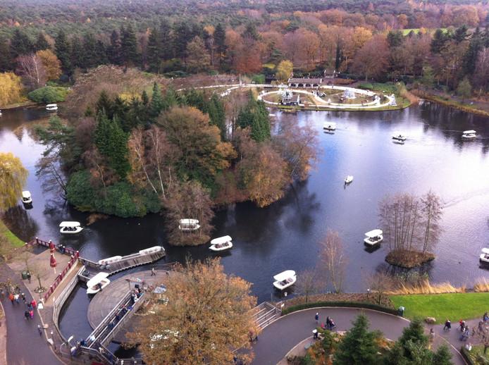 Foto vanaf de Pagode over het Reizenrijk met in de verte de bossen waar in 2020 het nieuwe gedeelte van het park zal openen.