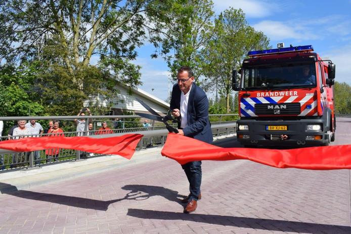 Wethouder Johan Quik opende de tweede ontsluitingsweg in Arkel.