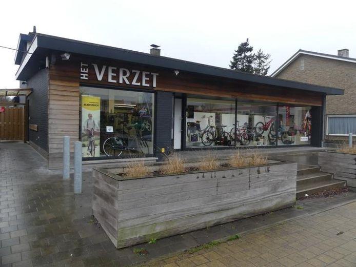 Fietsenwinkel Het Verzet ligt in de Nieuwstraat in Astene.