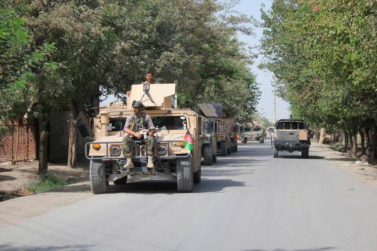 Afghaanse regeringstroepen arriveren in de noordelijke stad Kunduz, die zaterdag het doelwit vormde van een grootscheepse aanval van de Taliban.  Beeld AP