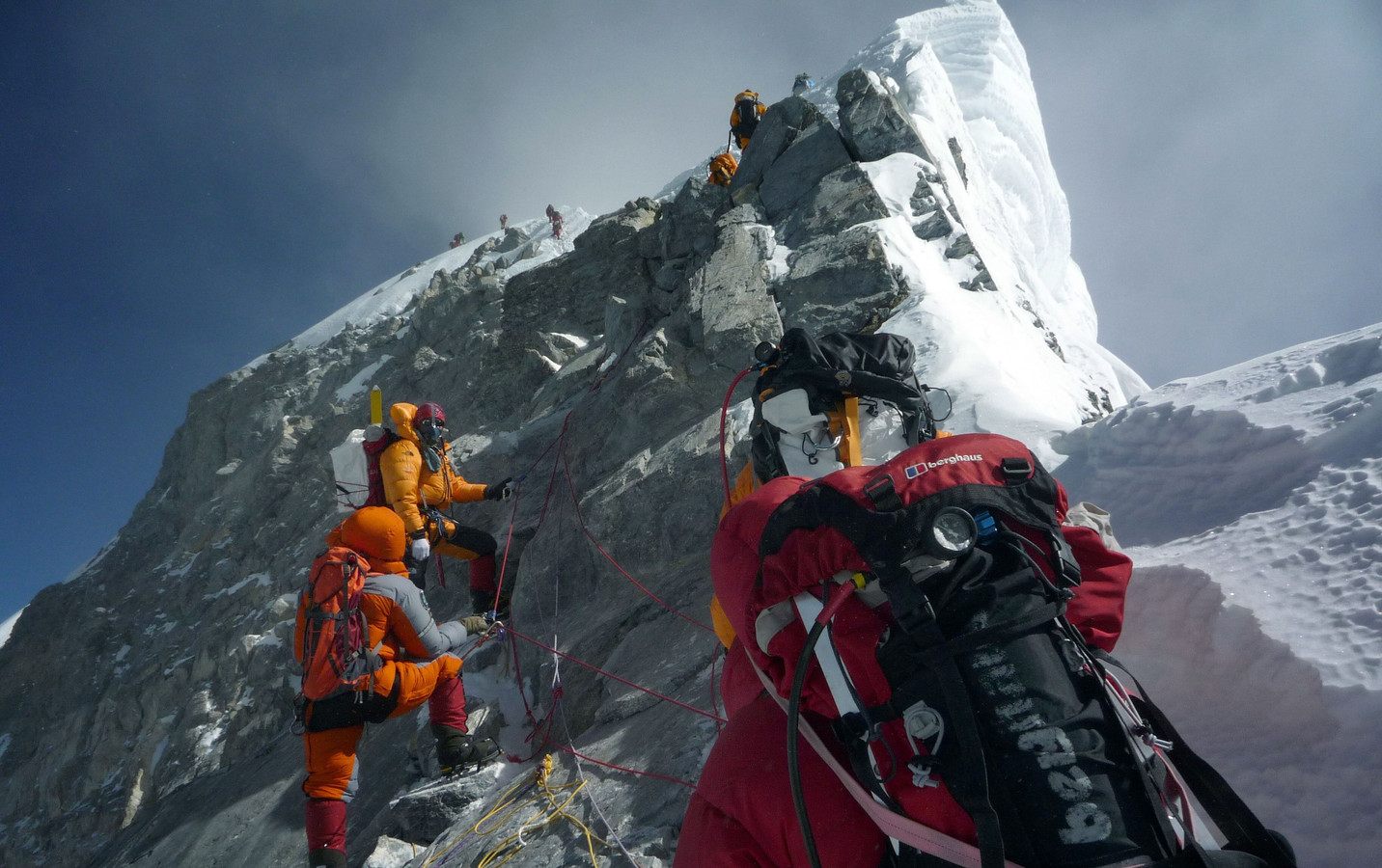 378 klimmers kreeg dit jaar een vergunning om de hellingen van Mount Everest te bedwingen.