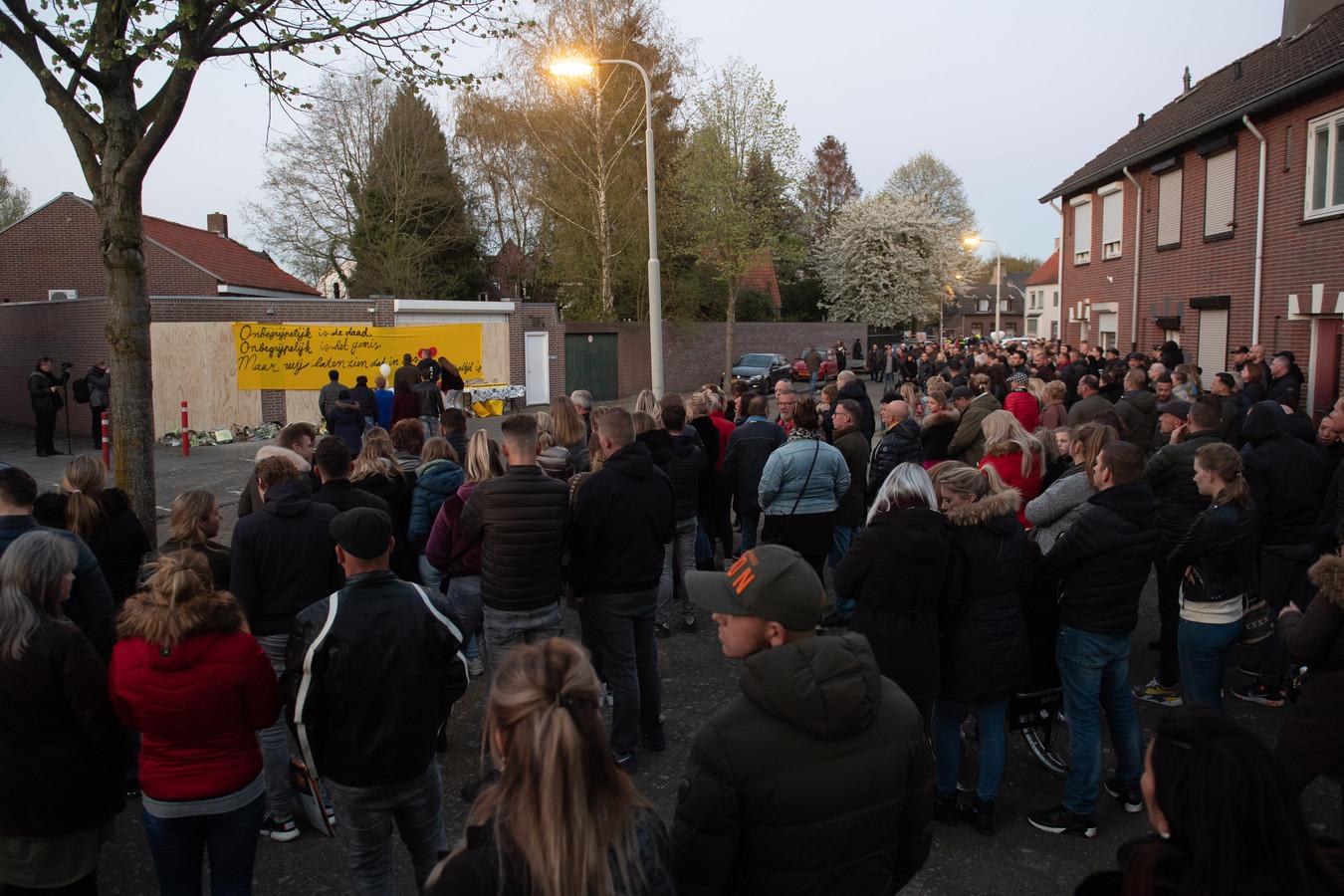 De herdenking van de moord op Ger van Zundert uit Breda trok massale belangstelling.