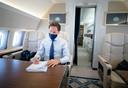 Minister-president Mark Rutte in het regeringsvliegtuig onderweg naar Berlijn voor een ontmoeting met bondskanselier Angela Merkel, afgelopen donderdag.