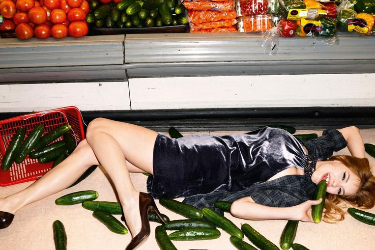 Werk van fotograaf Terry Richardson voor Sisley, 2010. 'Edgy humor' werd het genoemd Beeld Terry Richardson