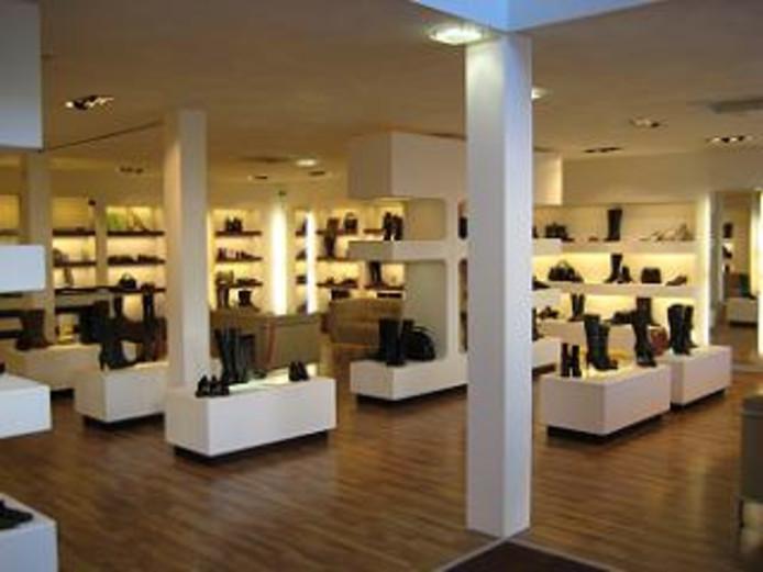 Schoenenwinkel Fides aan de Grotestraat in Waalwijk gaat eind van de maand dicht.
