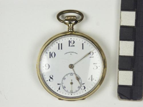 Het 'kampioenshorloge' dat de selectiespelers van Go Ahead kregen als aandenken aan het seizoen 1921/1922 waarin zij landskampioen werden. Dit betreft een origineel horloge, van Ab de Weerd, doelman uit het kampioenselftal. Zijn exemplaar ligt bij museum De Waag.