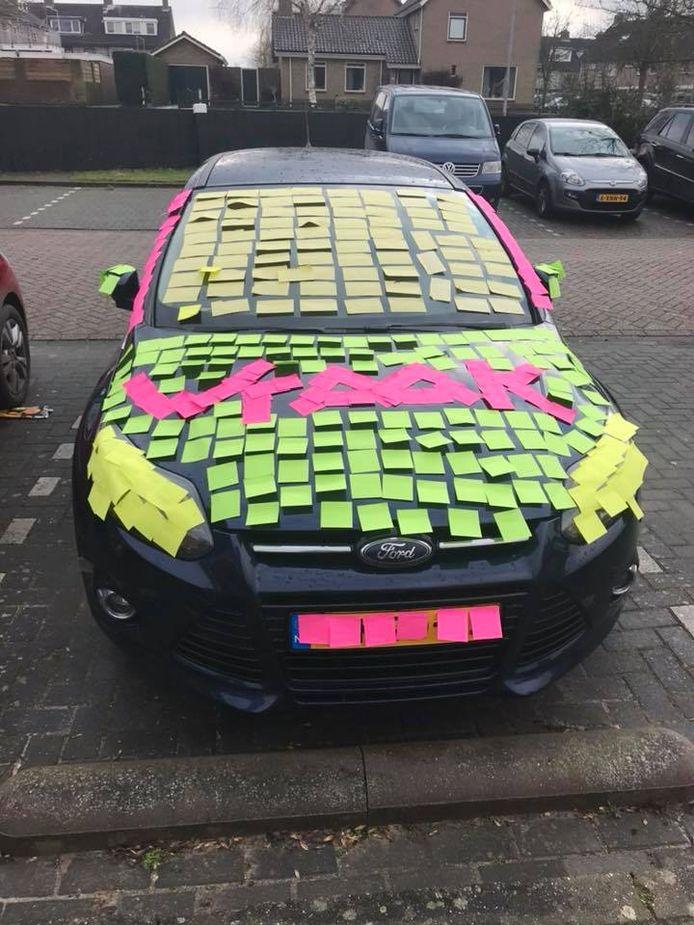 De auto van docent Ruben van Koningsveld na de 'wraakactie'