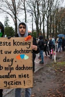 Arya (17) vluchtte twee jaar geleden van Iran naar Nederland en is het wachten in azc Zutphen zat