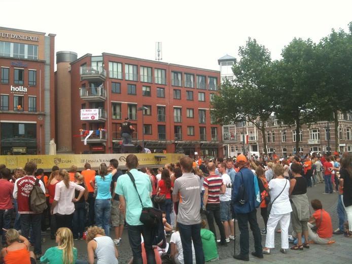Het plein loopt langzaam vol. Foto: BD