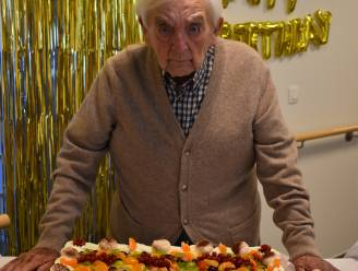Feest in rusthuis Mariatroon: Leo blaast honderd kaarsjes uit