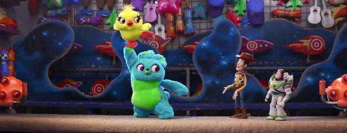 Ducky en Bunny vervoegen de andere personages in 'Toy Story 4'.