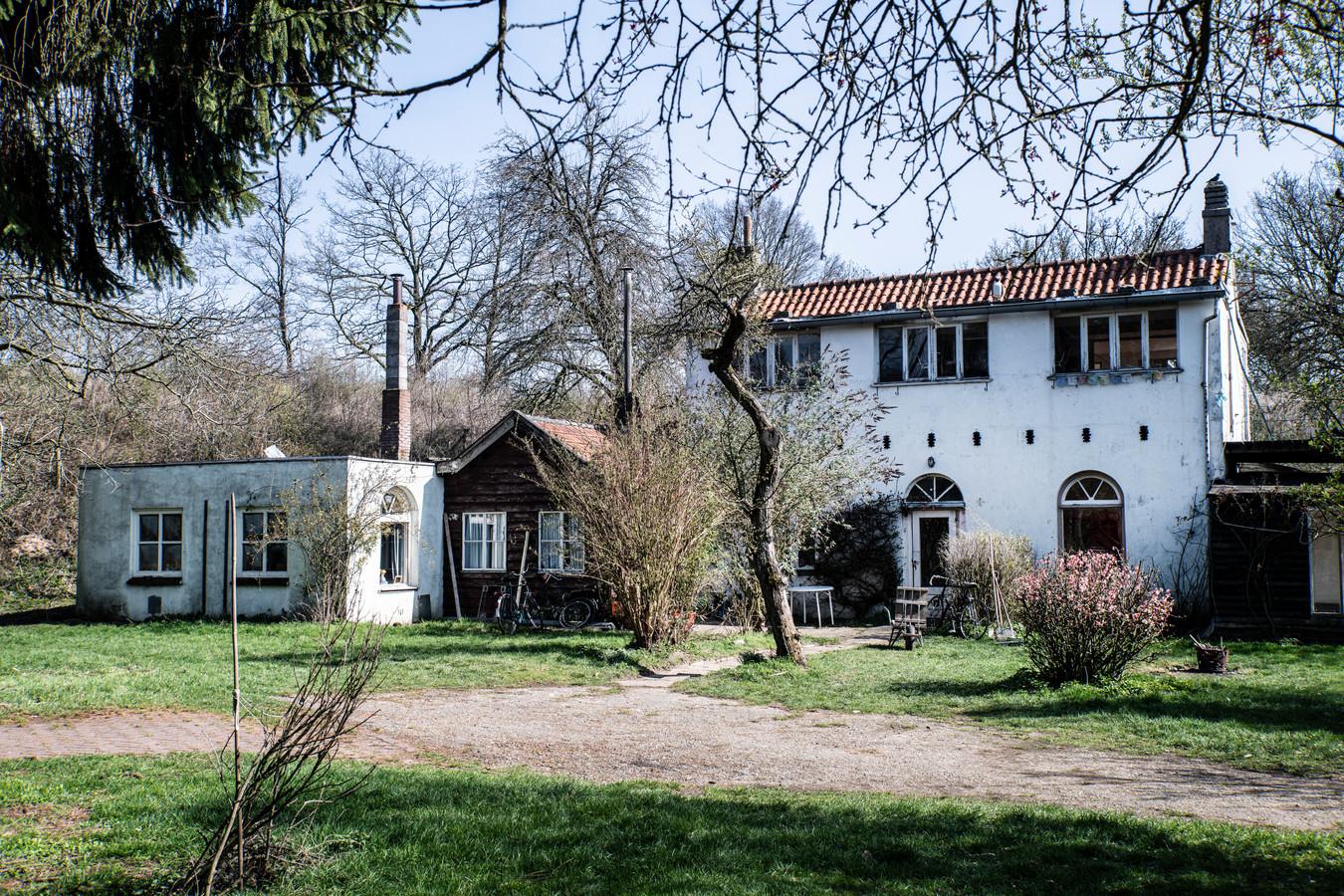 Het gekraakte woonhuis op het terrein van Fort Beneden Lent.