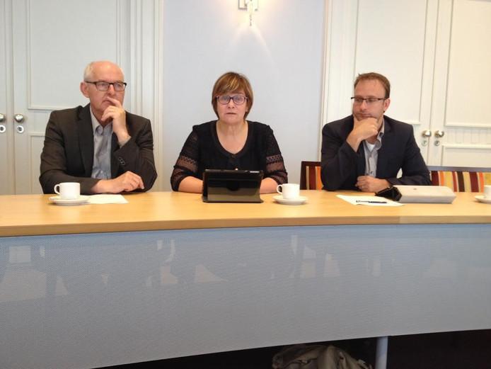 De overstap naar NOBB werd toegelicht door de wethouders Riny van Rinsum (Veghel, links), Jeanne Hendriks (Sint-Oedenrode) en Menno Roozendaal (Schijndel).