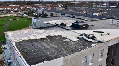 Dak gloednieuw flatgebouw vliegt weg