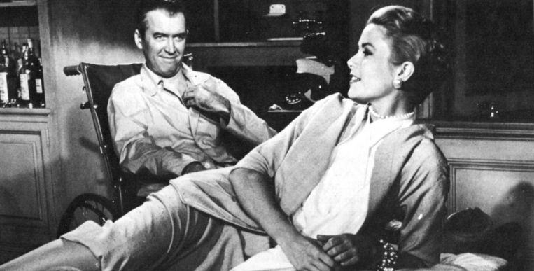Grace Kelly en James Stewart in Rear Window (1954) van Hitchcock.