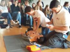 Leerlingen volgen EHBO-cursus als maatschappelijke stage