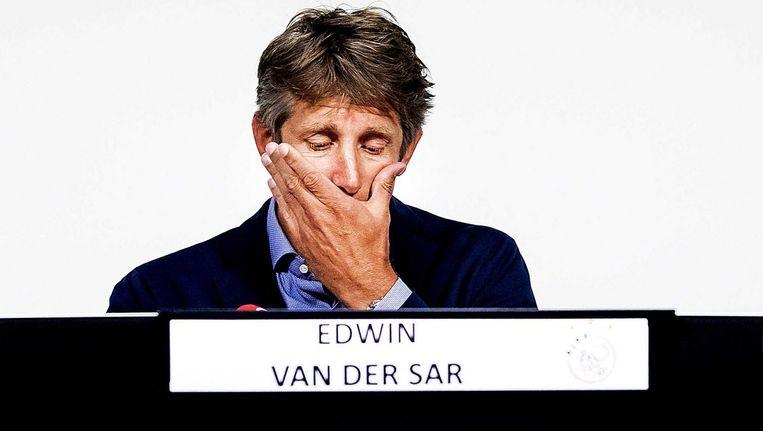 Ajaxdirecteur Edwin van der Sar tijdens de persconferentie over Nouri. Beeld anp