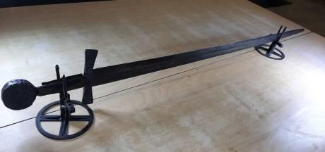 Bijzonder! Enorm zwaard van 900 jaar oud gevonden in Nieuwegein