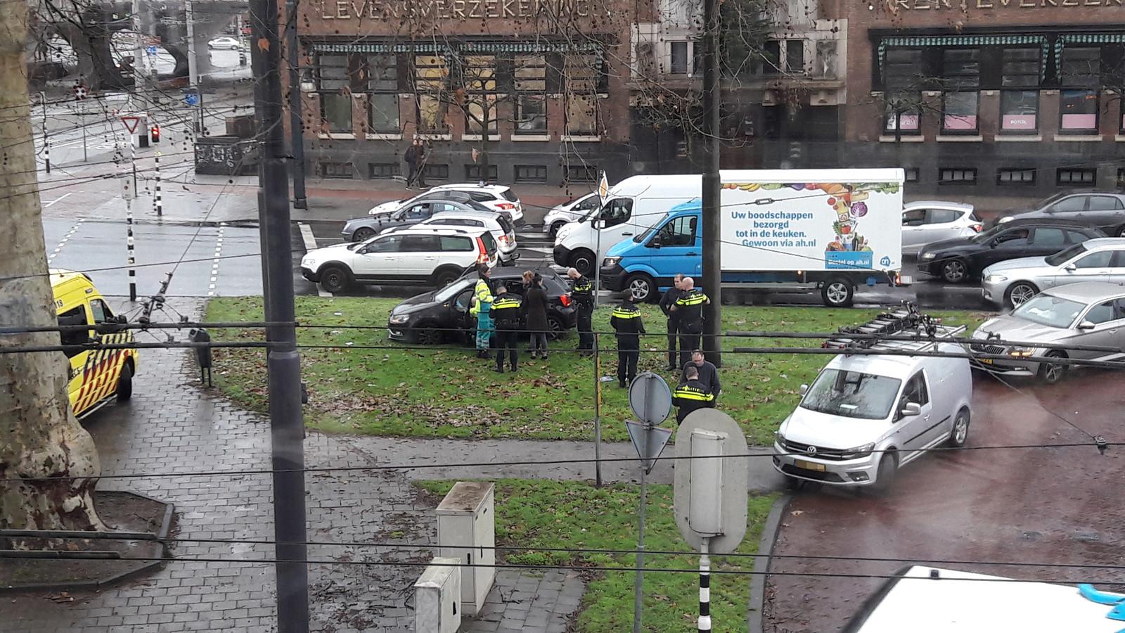 De hulpdiensten bij het ongeluk.
