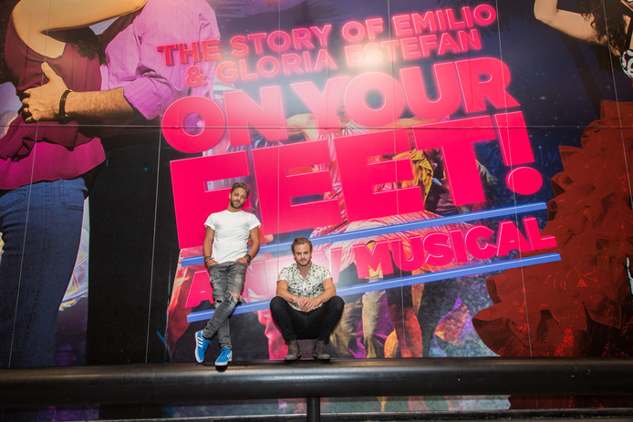 Jim Bakkum (rechts) en Tommie Christiaan bezochten de musical On Your Feet op Broadway in New York.