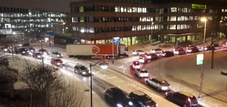 Sneeuw: gemeente Arnhem overvallen, drukte bij servicepunt Renkum