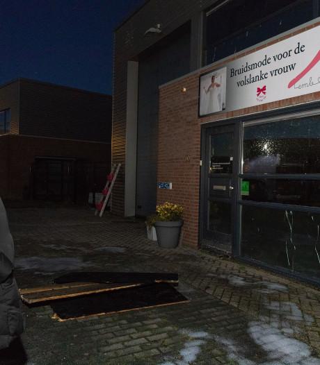 Kortsluiting oorzaak brand bruidsmodezaak Lelystad