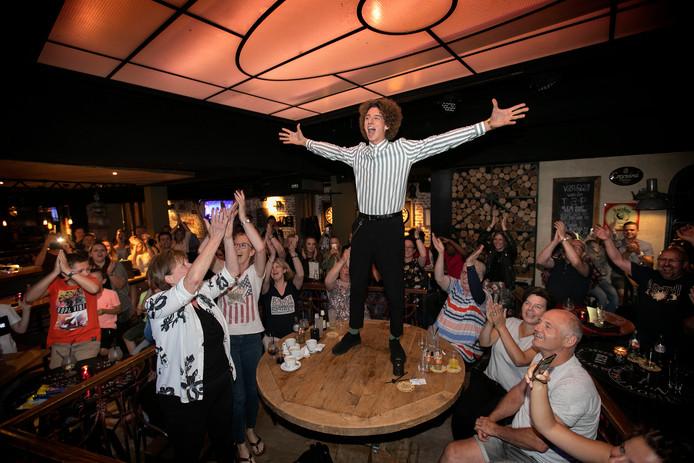 Deurne Davy Denkers, danser uit Deurne, is onderdeel van de dansgroep Avant Garde. Zij doen mee aan tv-wedstrijd Time to Dance en winnen de  de hoofdprijs van 50.000 euro.