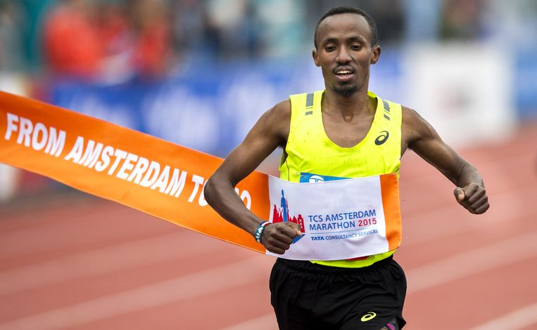 Abdi Nageeye finisht tijdens het NK marathon 2015. Beeld anp