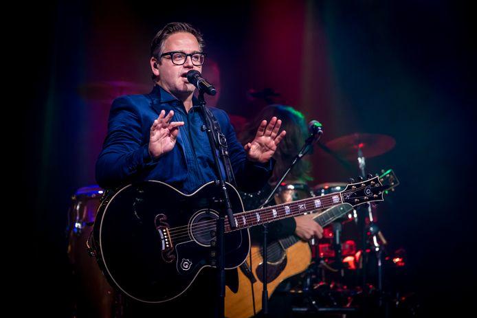 Guus Meeuwis was een van de artiesten die op het Cardo-podium stonden.