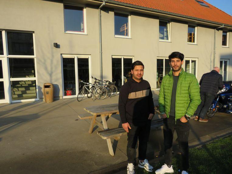 Abdul en Sadiq uit Afghanistan waren in 2015 nog als vluchteling in de Horizon in Bredene, nu komen ze terug als vrijwilligers