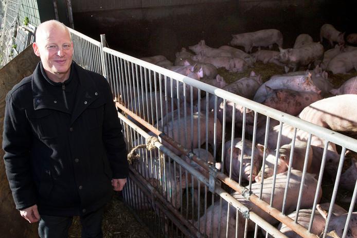 Een archieffoto van Chris Hoeven bij zijn  huidige stal aan Langereijt 37.