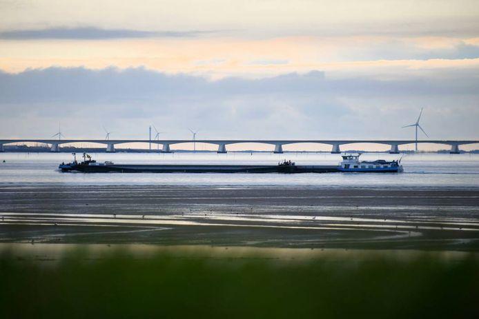 Het koppelverband Christiane Deymann I en II is 180 meter lang.