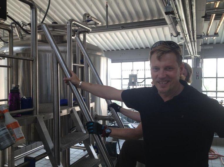 Struise Brouwer Philippe Driessens aan het werk in een van de lokale brouwerijen.