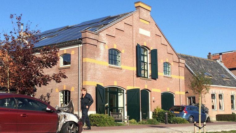 De verbrande auto's bij het huis van Halewijn in Oostknollendam. Beeld Pieter Hotse Smit
