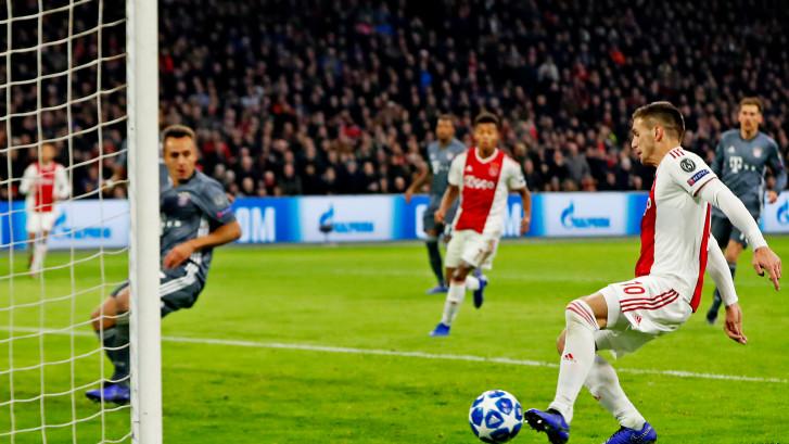 Tadic zet Ajax op gelijke hoogte