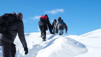 """Onze reporters volgen vluchtelingen op levensgevaarlijke route door de Alpen: """"In de lente zullen we weten hoeveel het niét gehaald hebben"""""""