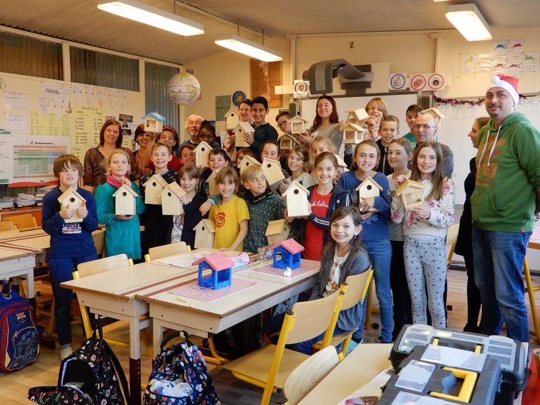 De Reynaertschool mocht de spits afbijten en als eerste nestkastjes en voederplanken in elkaar knutselen.